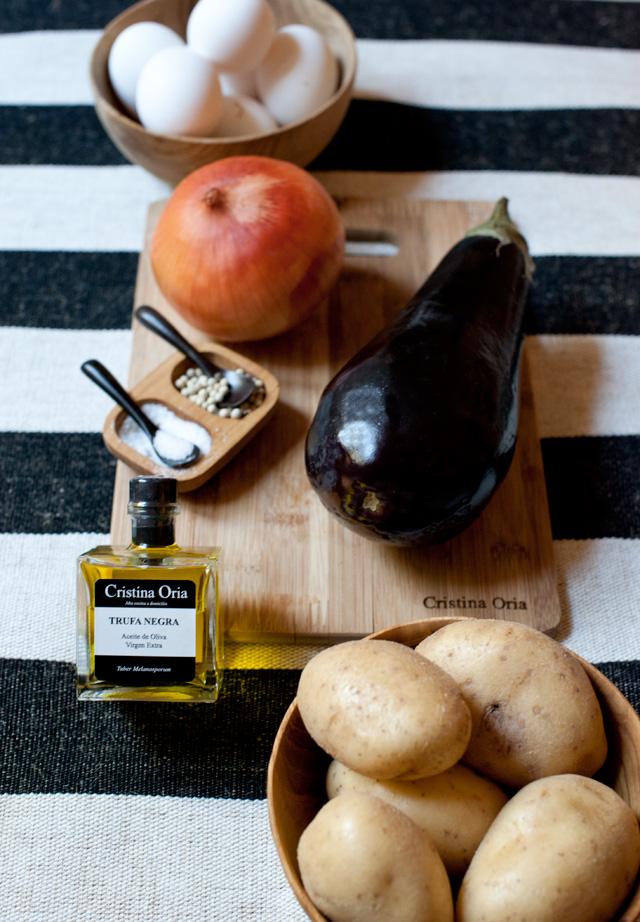 Ingredientes para nuestra tortilla de berenjena con aceite de trufa