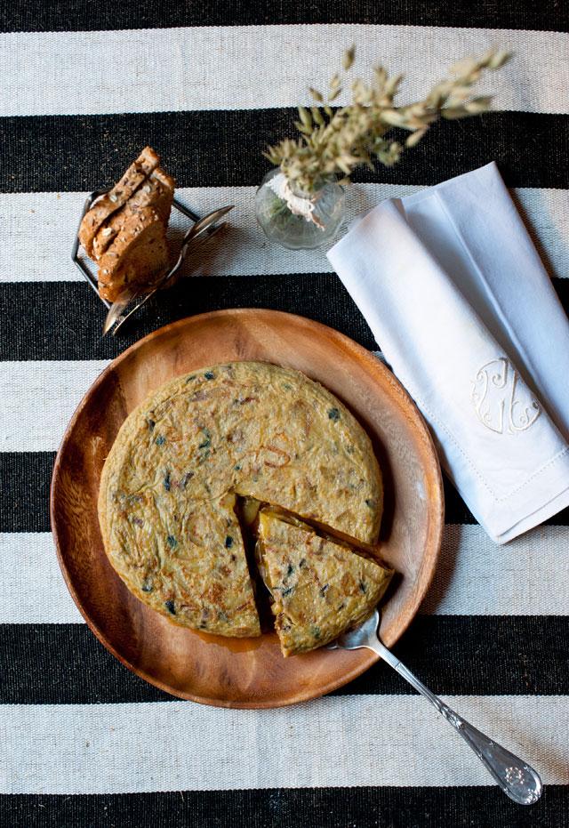 Nuestra tortilla de patata, berenjena y trufa, la receta de mañana!
