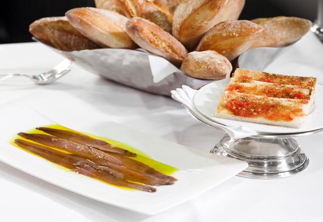 Anchoas de Santoña con Pan de Cristal