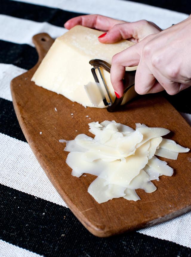 TRUCO! rallar el parmesano con pelador de patatas