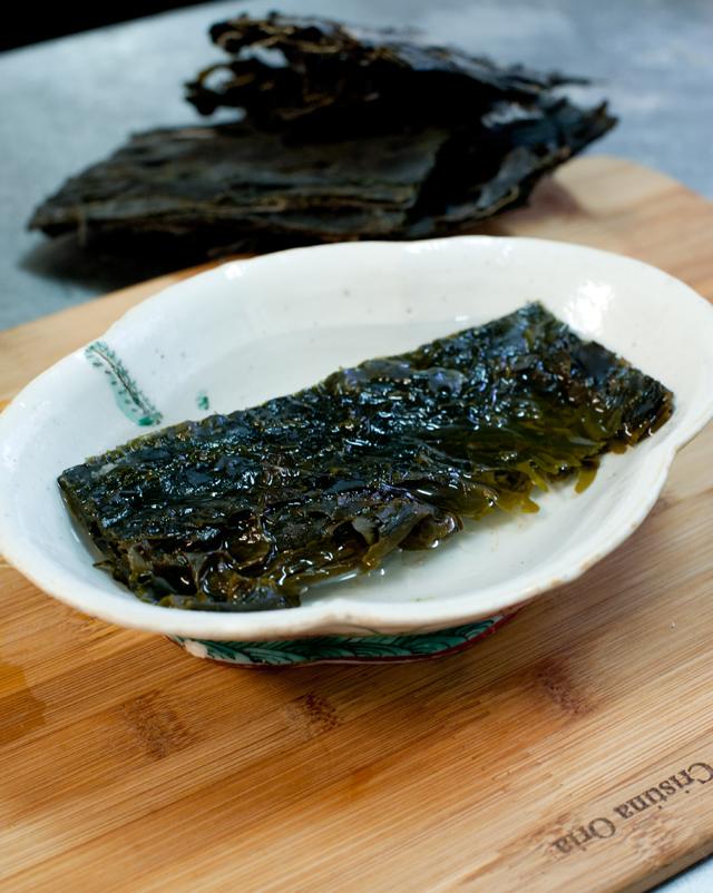 Dejar wakame en agua