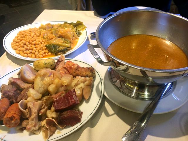 El cocido maragato con una sopa buenísima y unos mini garbanzos