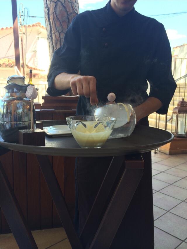 Dulces para el café que te preparan en la mesa