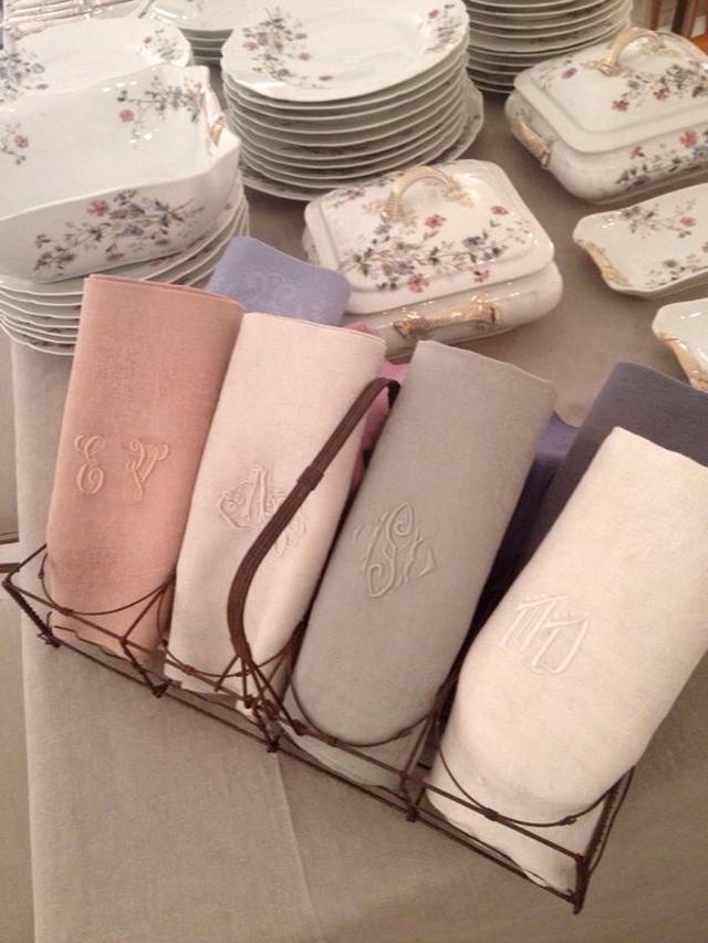 Servilletas antiguas francesas teñidas en distintos colores
